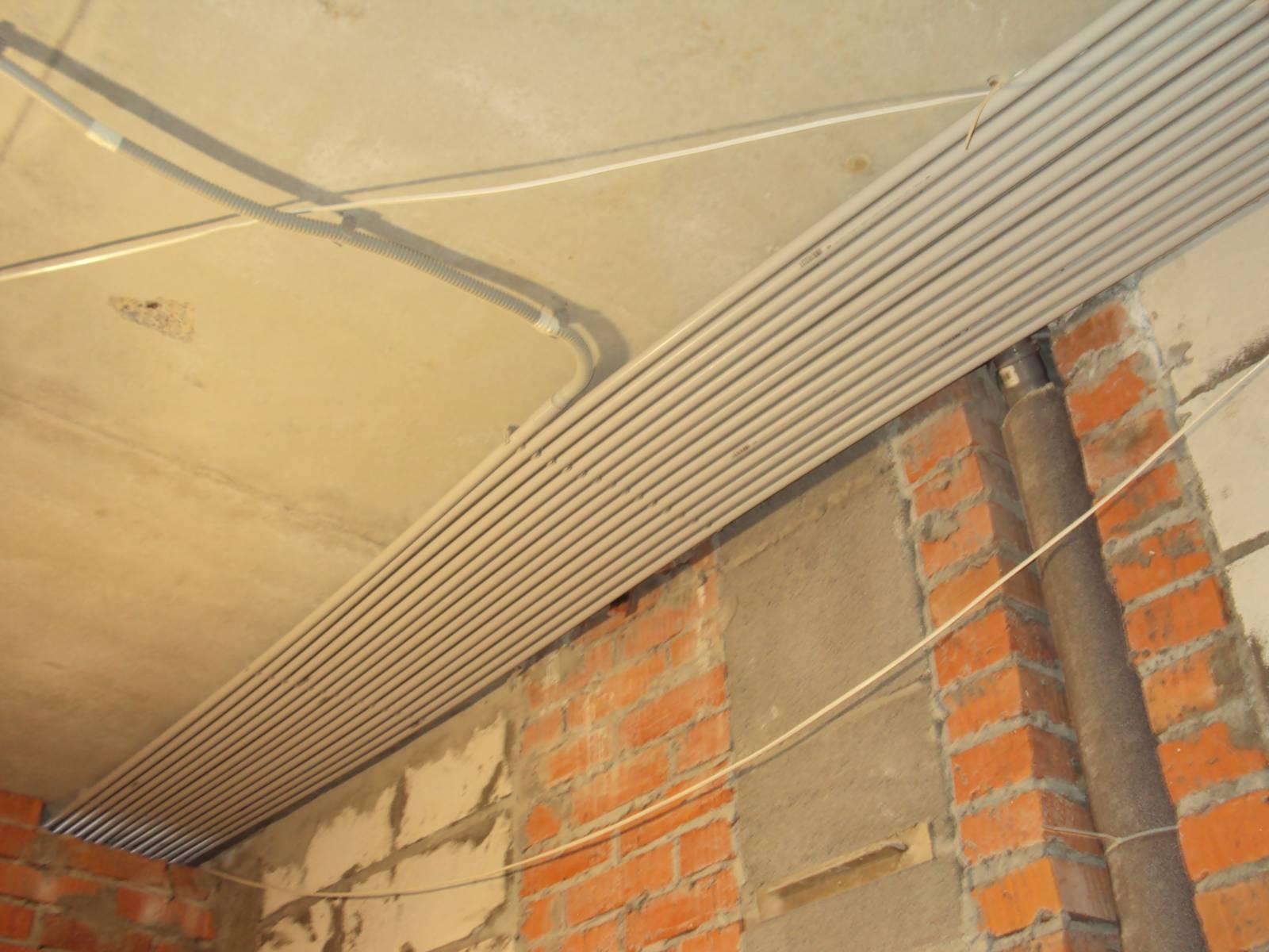 Как сделать проводку по потолку
